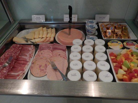 Hotel le Colombier : Breakfast