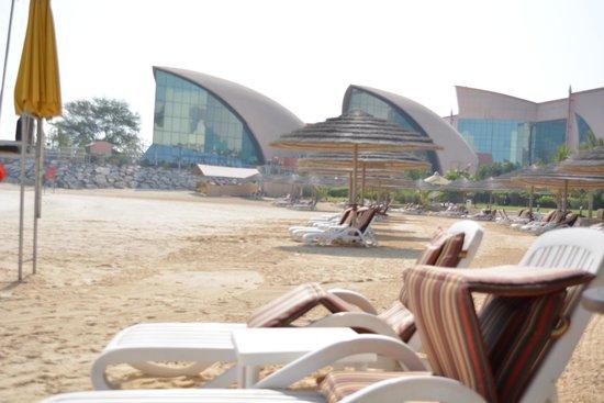 Al Raha Beach Hotel : beach area