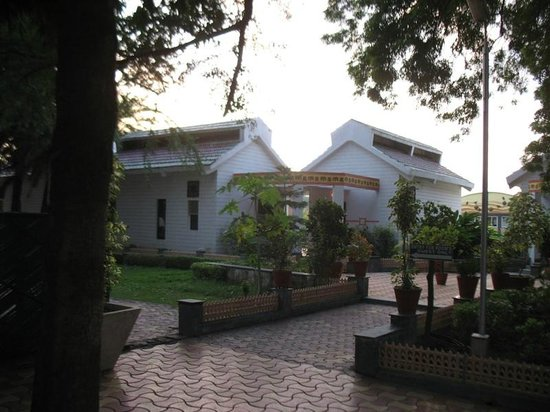 Gateway Retreat Sanchi: j n nehru stayed here once