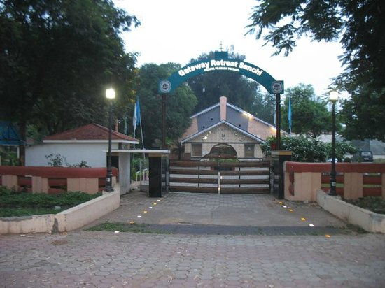 Gateway Retreat Sanchi: entrance