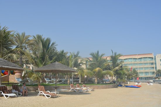 Al Raha Beach Hotel : Pool area