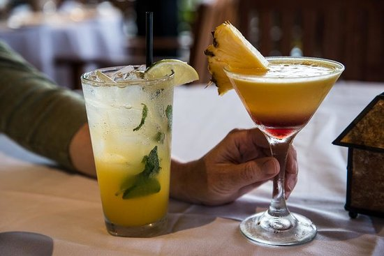 5 Palms Restaurant: Mango mojito and Lilikoi martini