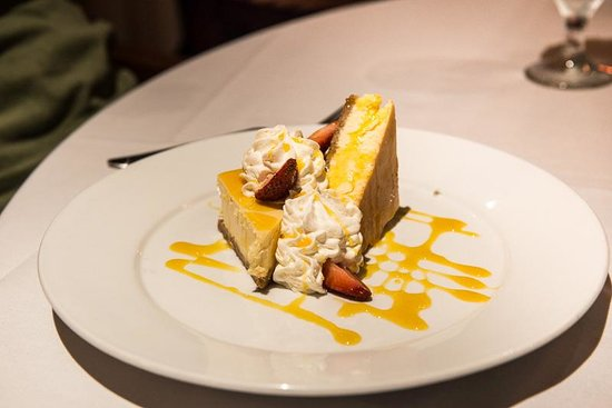 5 Palms Restaurant: Lilikoi cheesecake