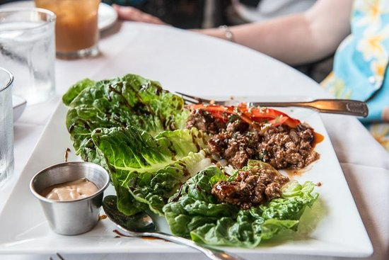 5 Palms Restaurant: Lettuce Wrap