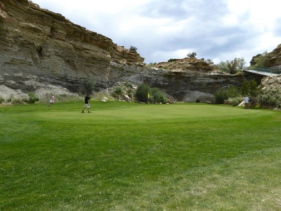 ‪‪Ferron‬, ‪Utah‬: Par 3 guarded by cliffs‬