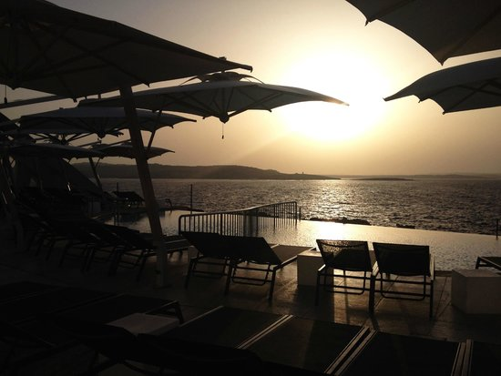 Cafe del Mar Malta: Infinity pool - sunset