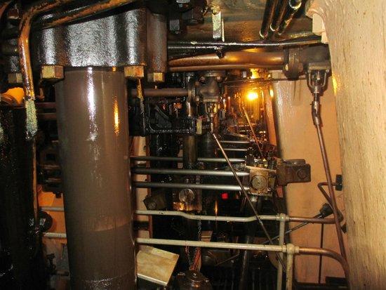SS Jeremiah O'Brien : Engine pistons