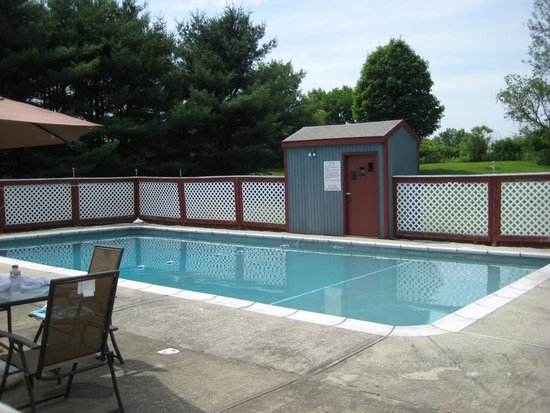Pleasant Valley Motel West Stockbridge : The Pool