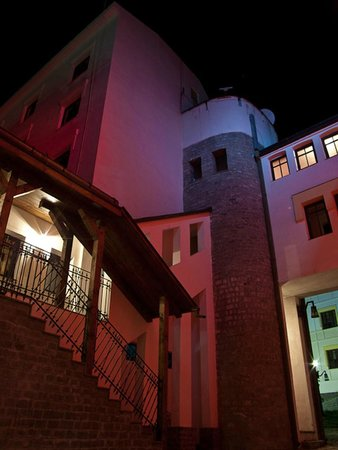 Hotel Castel Dracula: The inner yard