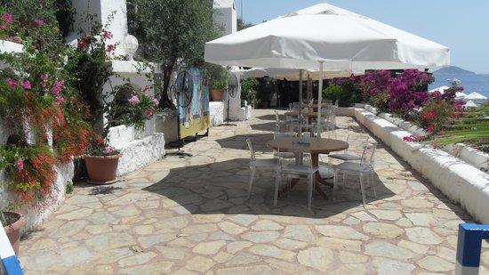 Kalamar Hotel: beach bar terrace