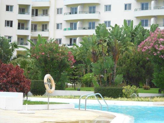 The Jardins d'Ajuda Suite Hotel : Piscine de l'hôtel