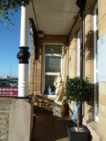 The Clarendon Hotel: Elegant Statue outside the hotel entrance