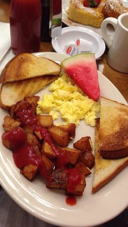 Medford Square Diner: 2eggs, home fries, & toast