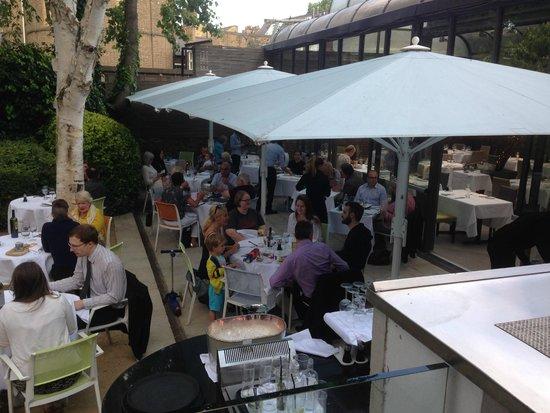 Fredericks Restaurant: outside dining