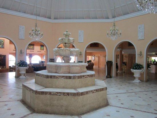 Coco Reef Resort Bermuda: Main Lobby Area