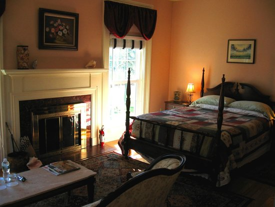 Mariaville Lake Bed & Breakfast: Lakeview Room