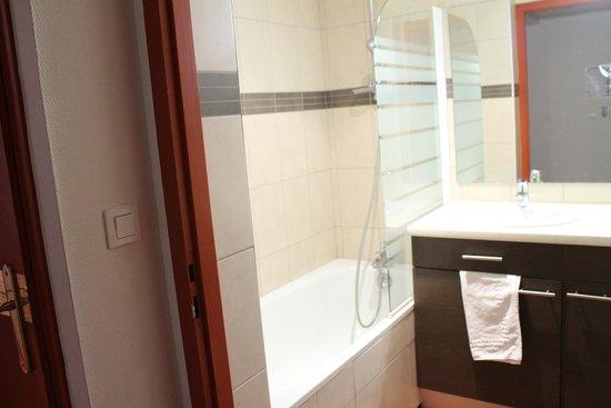 Residence Le Soleil: nice bathtub
