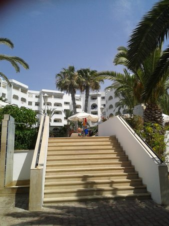 Sol Azur Beach Hotel: bed and tiles