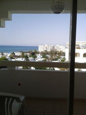 Sol Azur Beach Hotel: steps to pool