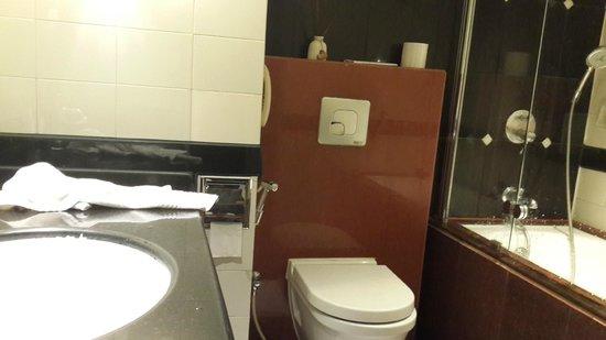 Tunga Paradise Hotel: Bath