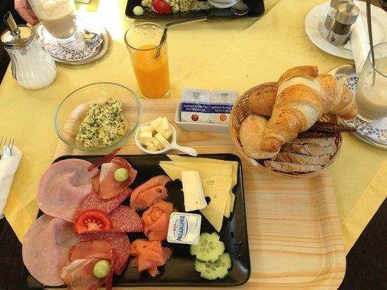 Weil am Rhein, Niemcy: Genussvoll starten: das Landhüsli Frühstück