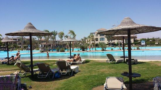 Jaz Bluemarine : Piscine près de la piscine