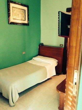 Bonola Hotel: toujour ma chambre simple