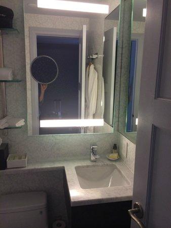 The Roger : Bathroom