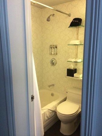 El Roger: Bathroom