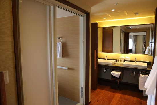 Holiday Inn ANA Kanazawa Sky : Corridor to Shower Room