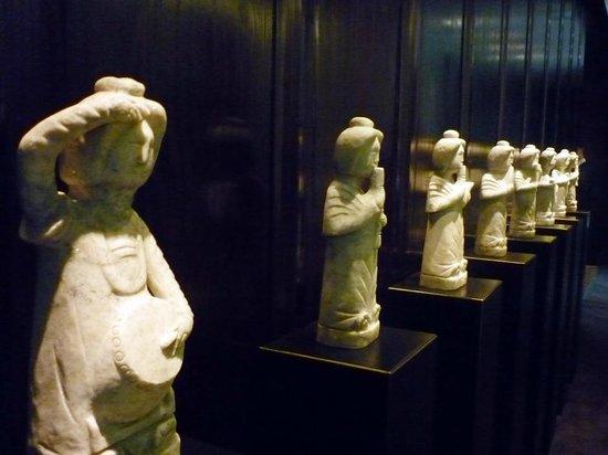 The PuLi Hotel and Spa : Antiguidades fazem parte da decoração