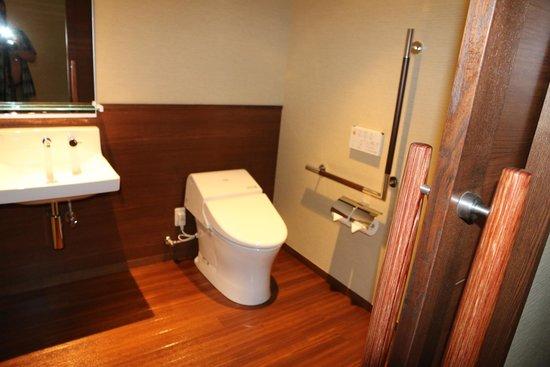 Holiday Inn ANA Kanazawa Sky : Toilet Room