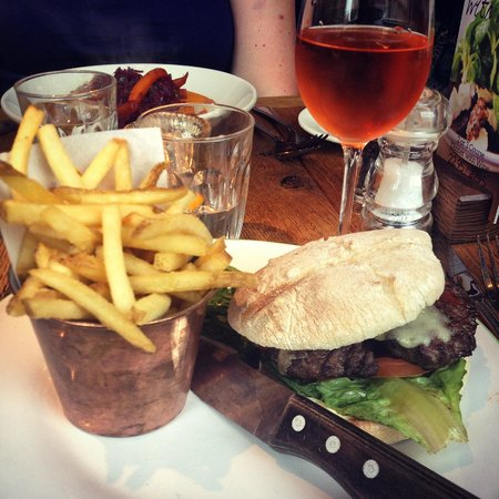 Le Bistrot Pierre : Beef burger with cheese, lettuce, tomato and fries.