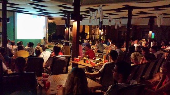 Jaz Bluemarine : Soirée Foot World Cup au bar près de la piscine