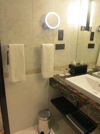 Sofitel Warsaw Victoria : Bathroom