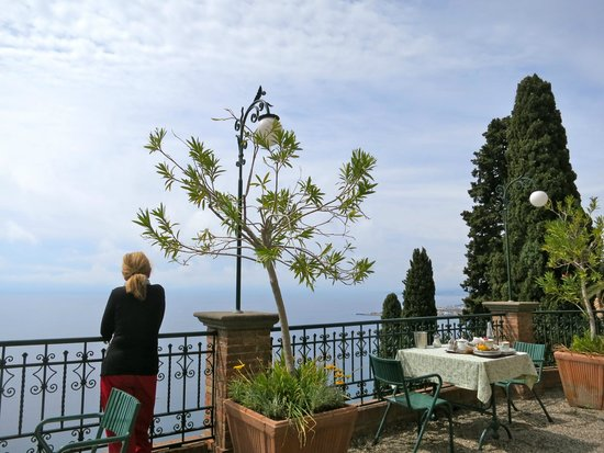 Hotel Villa Schuler: Breakfast terrace overlooking the sea (but there is also a lovely dining room)