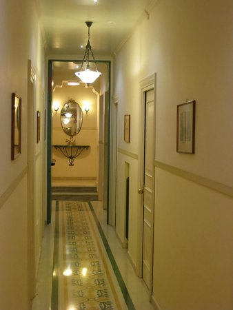 Hotel Villa Schuler: Hallway (typical of entire Villa, though this is on 2nd level outside room #16)