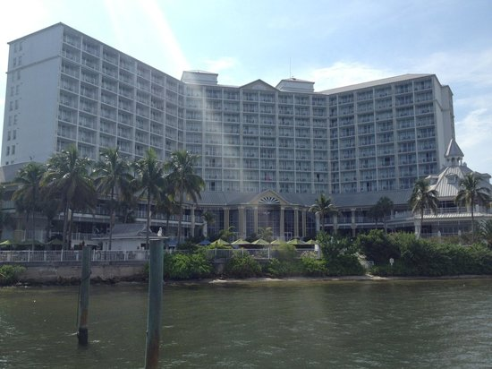 Sanibel Harbour Marriott Resort & Spa: View of the hotel from the fishing pier