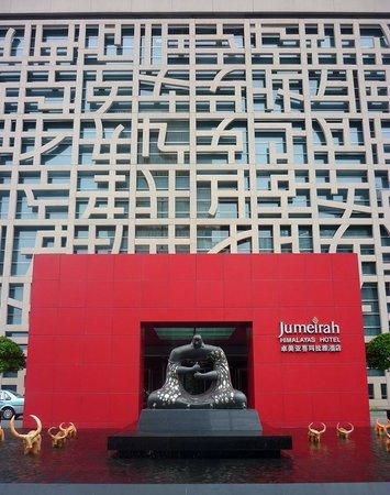 Jumeirah Himalayas Hotel Shanghai: Detakhe da fachada do hotel