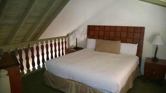 Royal Copenhagen Inn: A King bed in the loft