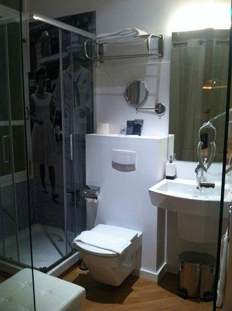 Brondo Architect Hotel: Photo Of the Bathroom