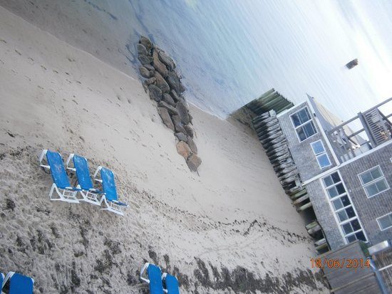 Surfside Hotel & Suites: Private beach