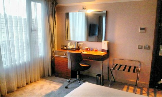 DoubleTree by Hilton Izmir - Alsancak: bedroom
