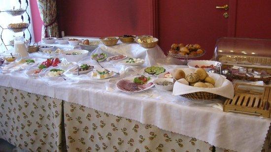 Hotel Polski Pod Bialym Orlem: Parte del buffet del desayuno