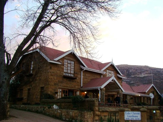 Lake Clarens Guest House: Front View