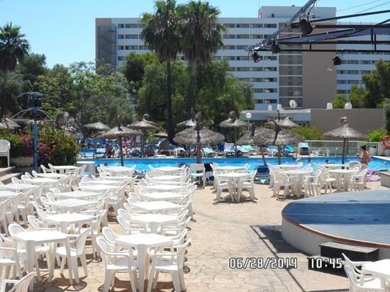 Complejo Calas de Mallorca : Pool at the Balmoral