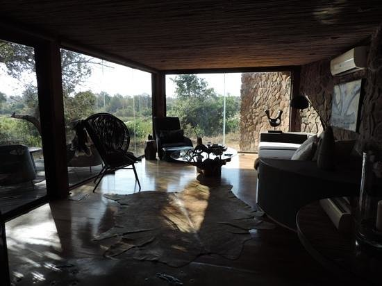 Singita Boulders Lodge: the living room in the family suite