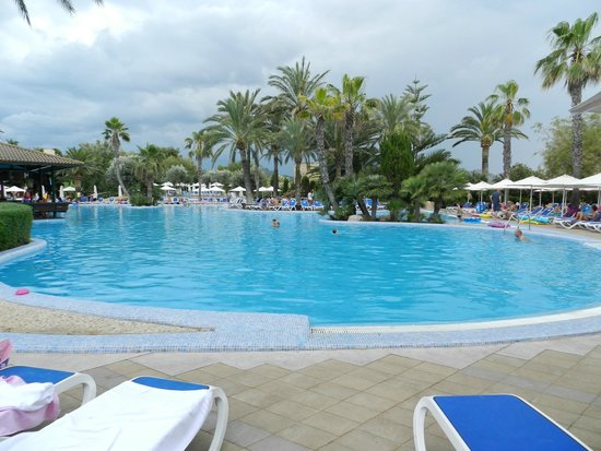 PortBlue Club Pollentia Resort & Spa : une piscine de l'hotel
