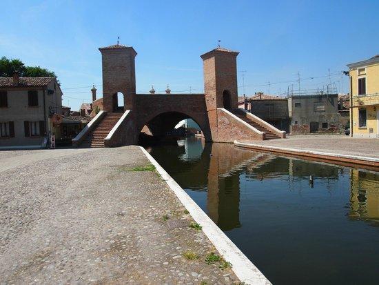 Valli di Comacchio - Servizi Turistici: Triponti Bridge