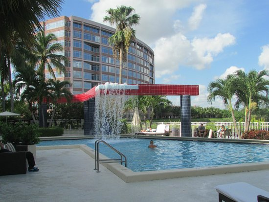 PULLMAN Miami Airport hotel: Waterfall at the Pool
